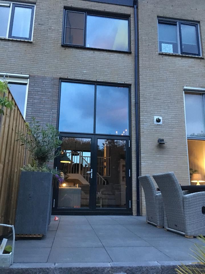 Staal look kozijnen en deuren gemonteerd met een extreem hoge isolatie waarde te Amersfoort.
