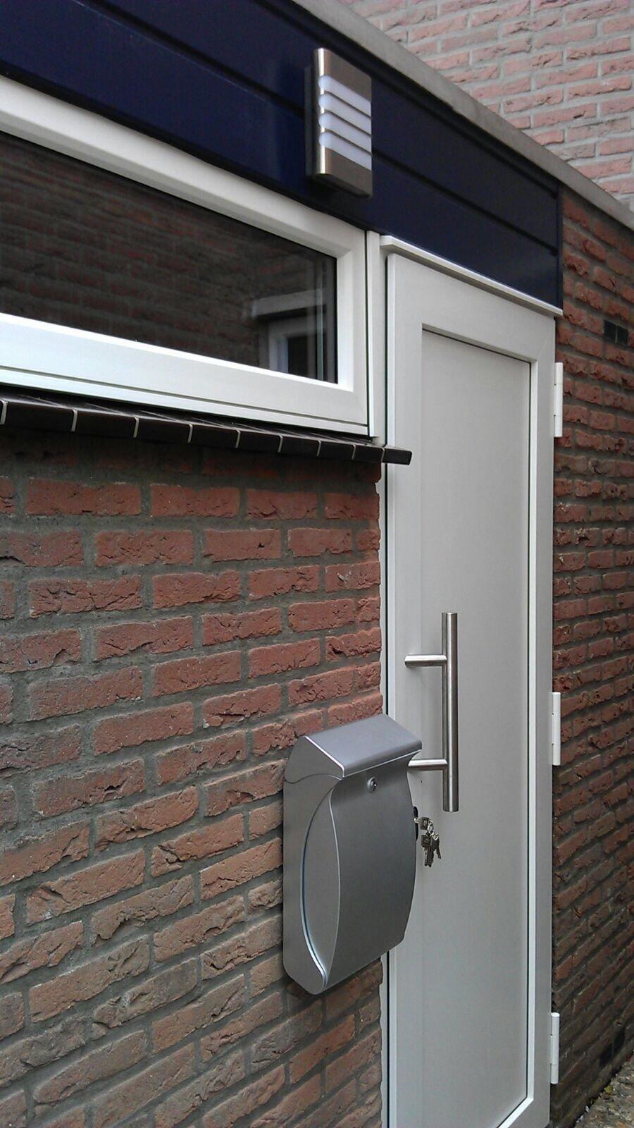 Bij bestaande klant in de Brugakker ter Zeist voor voorzijde voorzien van Knipping kozijnen en deuren.